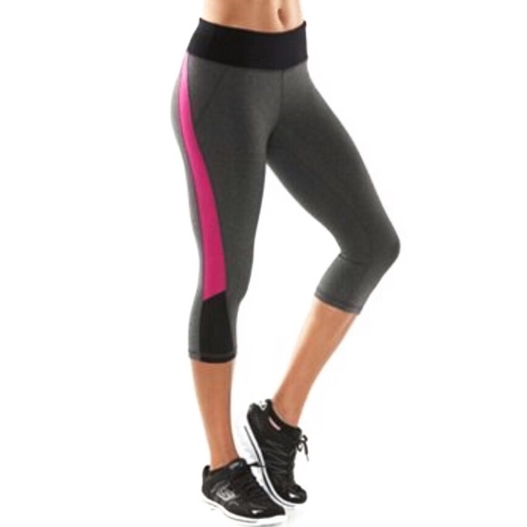 5b0d3275f13b6 NEW Tek Gear Shapewear Capri Leggings- Magenta. M_5b049a3c50687cfaea9452f5